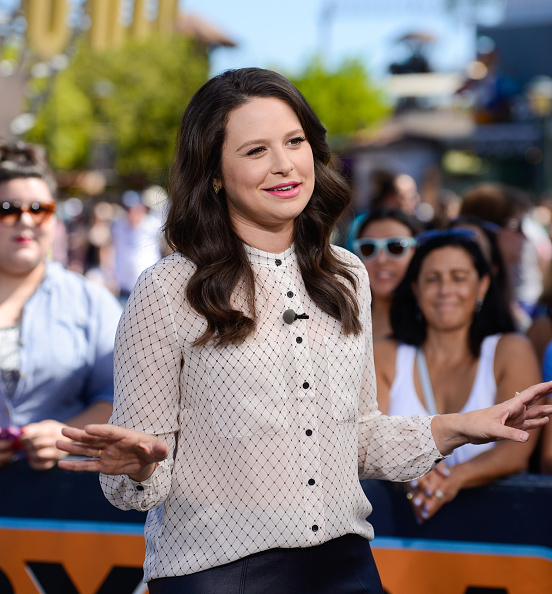 "Katie Lowes On ""Extra"""